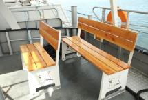 船の後方部分にもベンチを設置しています