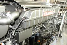 ヤンマーの最新型電子制御エンジン。振動が少なく、黒煙の排出を抑えることができます